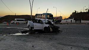 Otobüs ile otomobil çarpıştı: 11 yaralı ( Video Haber )