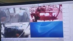 Otobüs ile otomobilin çarpıştığı korkunç kazanın görüntüleri ortaya çıktı ( Video Haber )