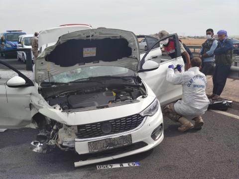 Otomobile silahlı saldırı: Baba öldü, oğlu ağır yaralandı ( Video Haber )