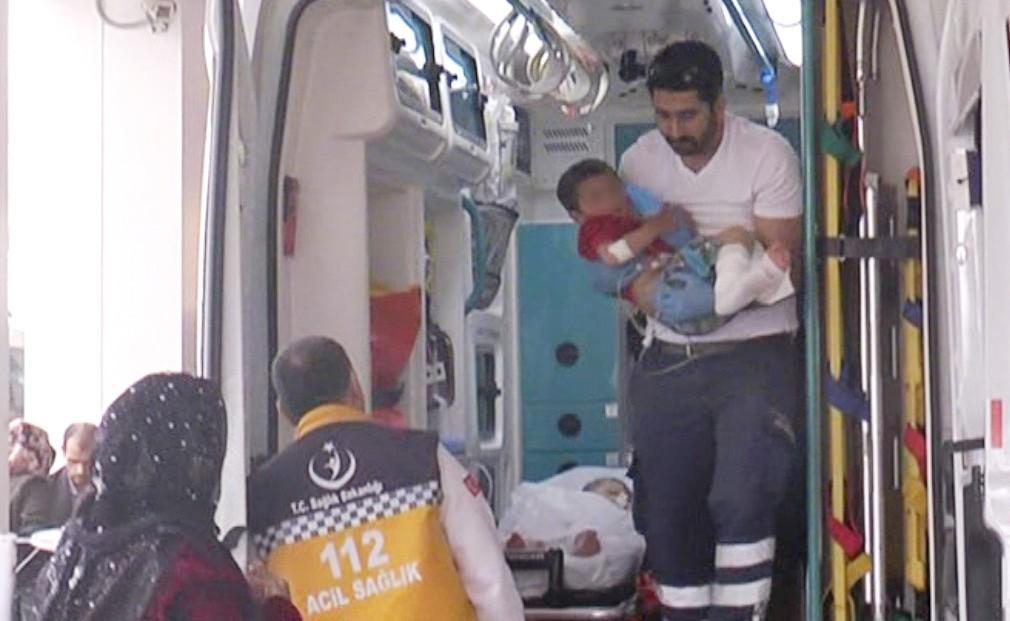 Üzerine kaynar su dökülen kardeşler hastanelik oldu