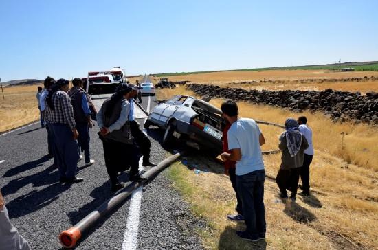 Siverek'te otomobil takla attı: 3 ağır yaralı