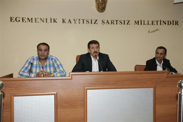 Belediyenin hizmet binası sorununu masaya yatırıldı