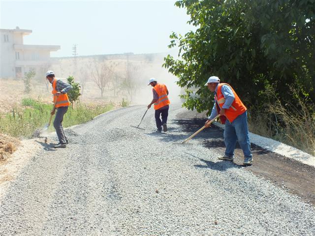 Hilvan kırsalında asfalt çalışması