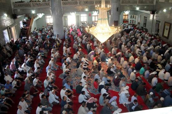 Ramazan'ın ilk cumasında Balıklıgöl'deki camiler doldu