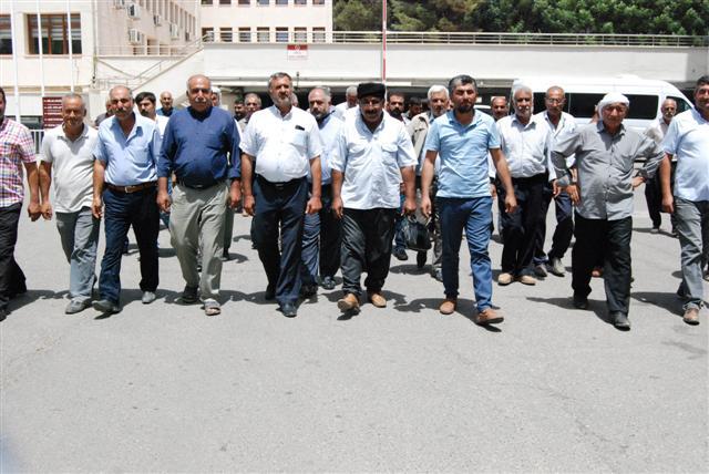 Çiftçilerden DSİ önünde su protestosu