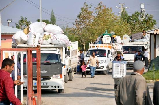 Suriyeli mülteciler çadır kentten başka illere gidiyor