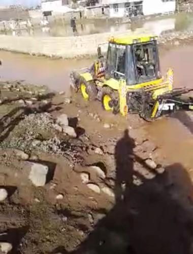 Viranşehir'de şiddetli yağış bazı mahallelerde sele neden oldu