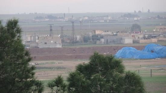 Terör örgütü PYD/YPG'nin kontrolündeki Rasulayn'da mevzi kazıldı
