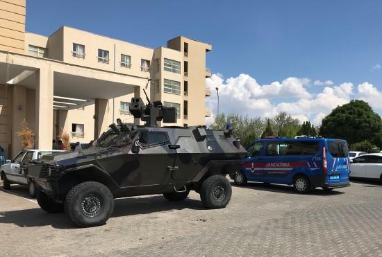 Siverek cezaevinde mahkum yakınları ile gardiyanlar birbirine girdi: 2 yaralı