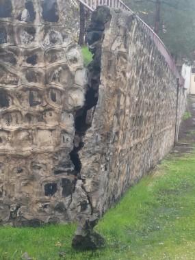 Şanlıurfa'da okulun istinat duvarı çöktü