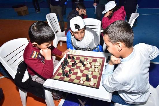 Ceylanpınar'da satranç turnuvasına yoğun ilgi