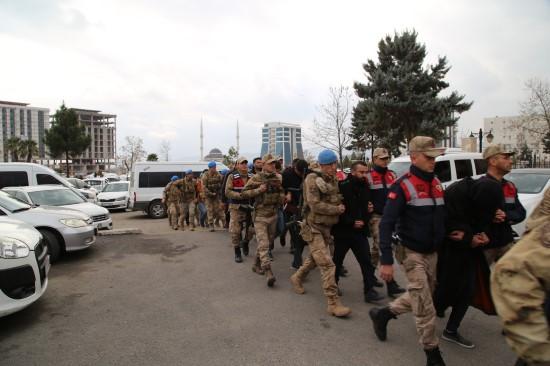 Terör örgütü propagandası yapan 11 zanlı adliyeye sevk edildi