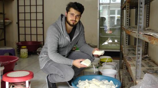 Yağışlar meraları yeşillendirince peynir bolluğu yaşandı