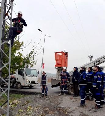 Dicle Elektrik çalışanlarına sahada İSG eğitimi
