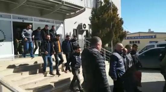 Şanlıurfa'da aranan şahıslara operasyon: 25 gözaltı