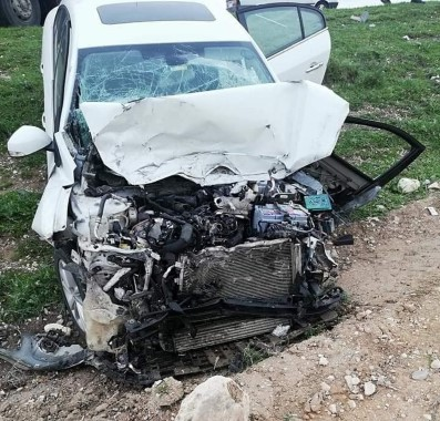 Kamyon ile otomobiller çarpıştı: 5 yaralı