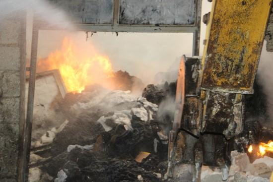 Şanlıurfa'da polyester fabrikasında yangın, 80 ton polyester alev aldı