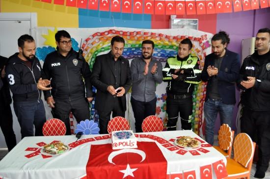 Siverek'te kavga ihbarına giden polislere sürpriz kutlama