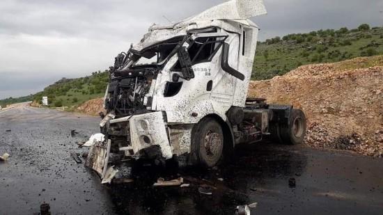 Şanlıurfa'da zift yüklü tanker devrildi: 1 yaralı