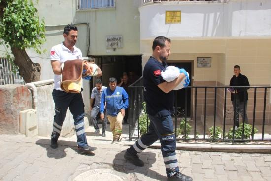 İkiz bebekler evde ölü bulundu