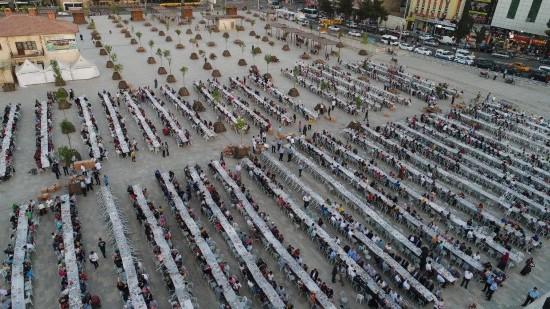 Binlerce Türk ve Suriyeli Halil İbrahim Sofrasında buluştu