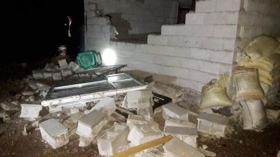 Evin bahçesine yıldırım düştü: 2 yaralı
