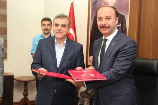 Valilik ile belediye arasında işbirliği protokolü imzalandı