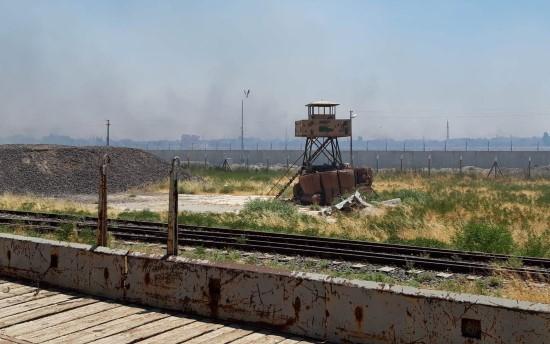 Teröristler sınır hattındaki mayınlı bölgeyi ateşe verdi