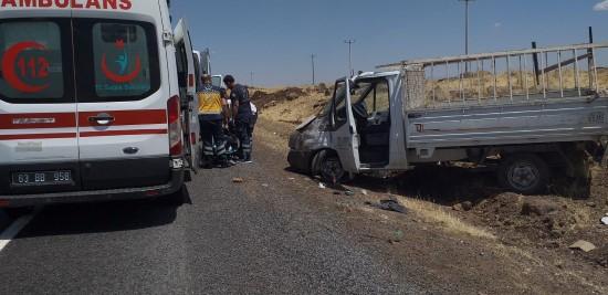 Şanlıurfa'da lastiği patlayan kamyonet yoldan çıktı: 2 yaralı