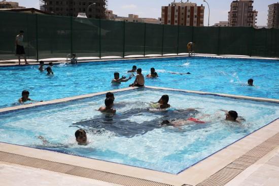 Karaköprü Belediyesi Yüzme Havuzu hizmete sunuldu