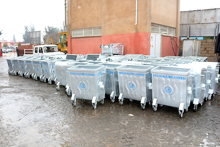 Akçakale\'den Ceylanpınar\'a 100 çöp konteynırı