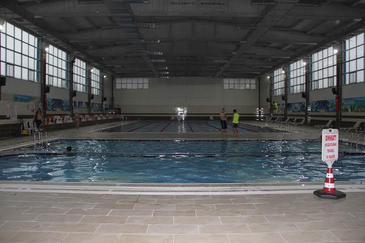 Yarı Olimpik Kapalı Yüzme Havuzu Hizmete devam ediyor