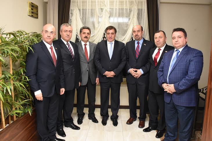 Vali Küçük Romanya\'daki Türk İşadamlarıyla Buluştu
