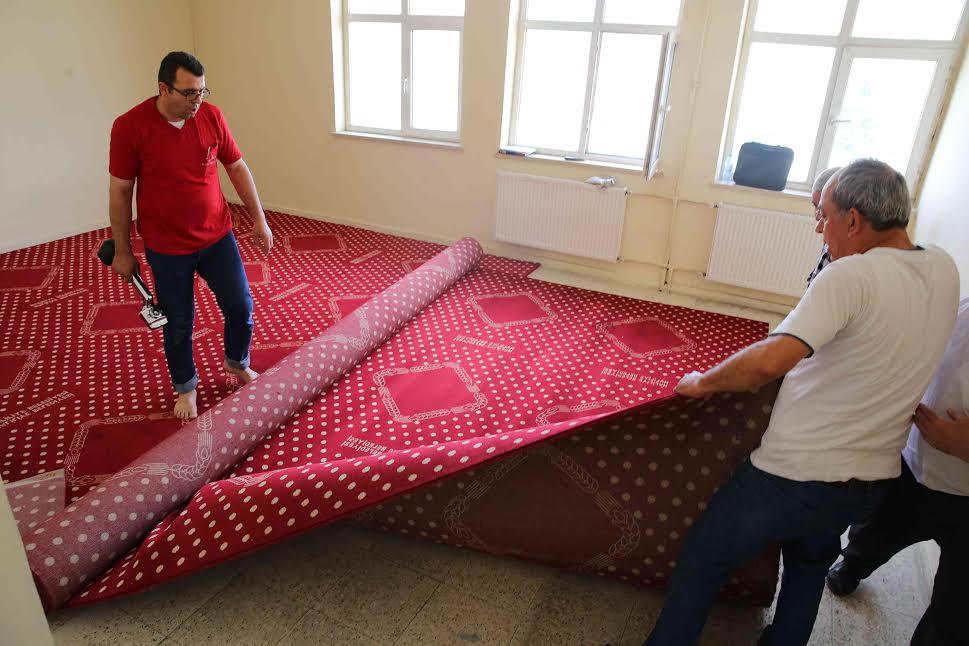 Haliliye Belediyesi\'nden 15 günde 5 bin metrekare halı yardımı
