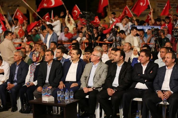 Şanlıurfa Bakanı, vekilleri ve yöneticileri ile bir oldu meydanlara aktı