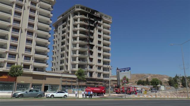 İnşaat halindeki binada çıkan yangın korkuttu