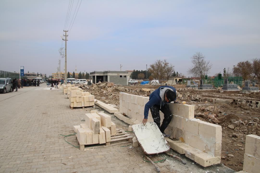 Büyükşehir, Harran ve Akçakale ilçe mezarlıklarını onarıyor