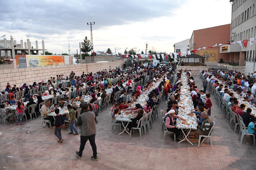 Büyükşehir, Viranşehir'de iftar davetini sürdürdü