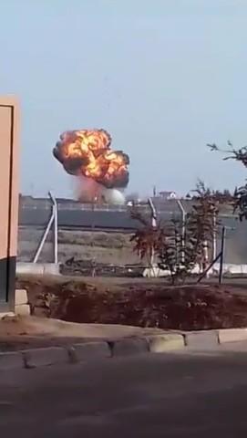 Türk tankı, teröristlerin mevzi kazan iş makinesini vurdu