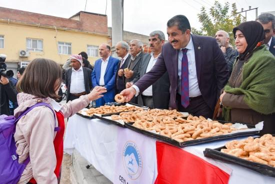 Ceylanpınar'da vatandaşlara kandil simidi ikramı