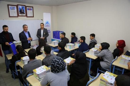 Eyyübiye Belediyesinden gençlere kitap desteği