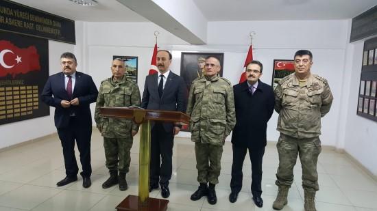 Vali ve komutanlar yeni yıla sınırdaki askerlerle birlikte girdi