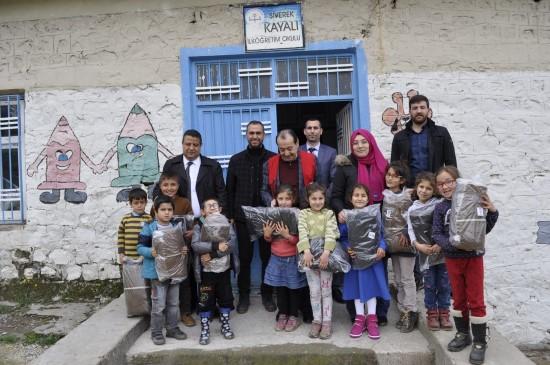 Siverek'te 'kolide ne var' kampanyasıyla öğrencilere destek