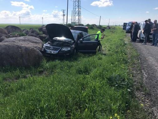 Tekeri patlayan otomobil yoldan çıktı: 5 yaralı