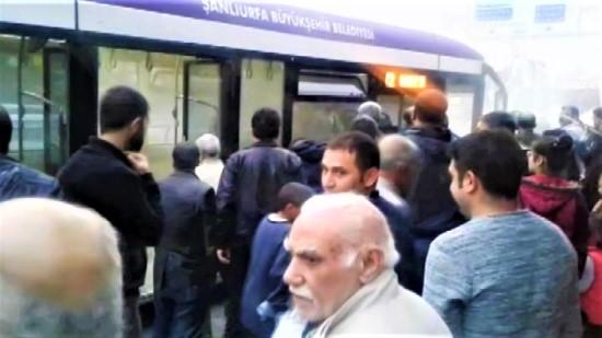 Halk otobüsünde yangın tüpü paniği