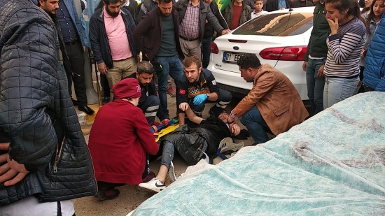 Minibüsün çarptığı genç ağır yaralandı