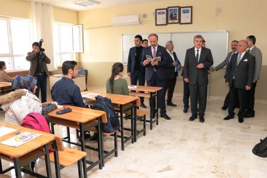 Şanlıurfa'da TYT'ye girecek olan öğrencilere deneme sınavı