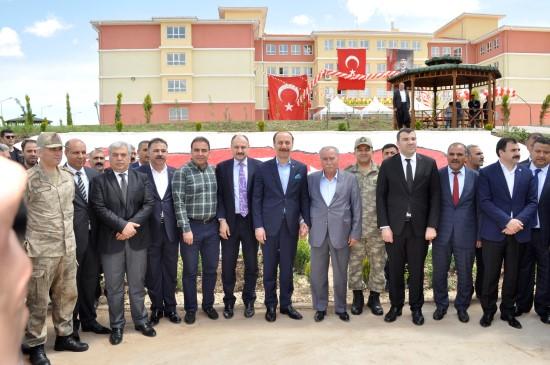 Siverek'te 50 milyon TL'lik eğitim kompleksi törenle açıldı