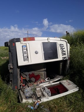 Devrilen minibüsteki 1 kişi yaralandı