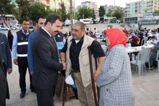 Baydilli kardeşlik sofrasında vatandaşlarla iftar açtı